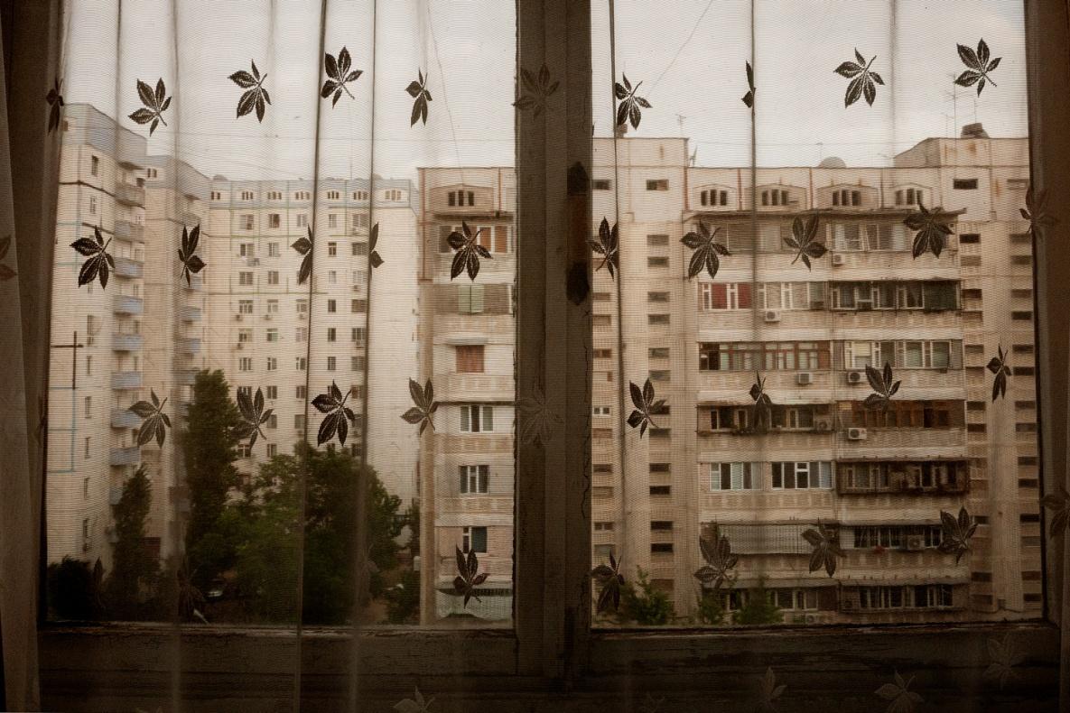 Uzbekistan; Tashkent; 2011;   Public housing near Oybek.