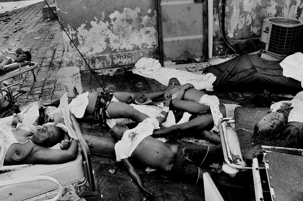 Haiti; Port au Prince; 2010  Bodies in decomposition near the Central Hospital.