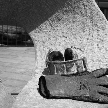 Eterno Presente ... Storia di uno Scultore, la Pietra e Mare